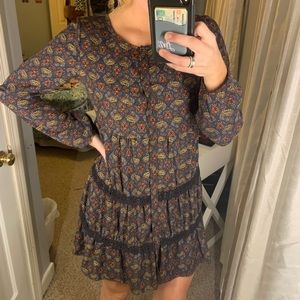 Long sleeve dress with button and lace details